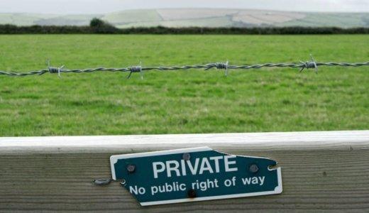現役の公務員はプライベートにまで言動制限があるの?